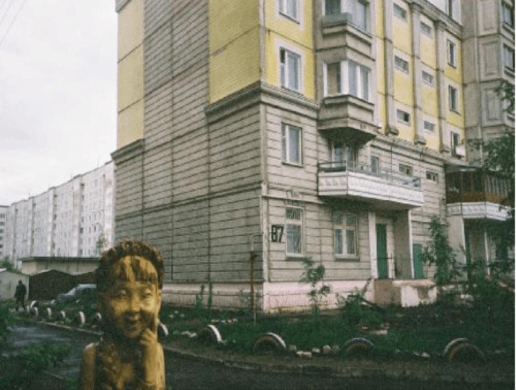 « Tver, au nord-est de Moscou, un sourire en bois », © N. Blanc, mai 2005.