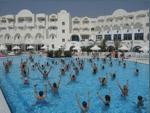 Crédit photographique : « L'incontournable séance de gymnastique aquatique dans un hôtel club à Djerba (Tunisie) », © R. Knafou, août 2005.