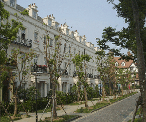 Abb. 14: Viktorianische Wohngebäude-Fiktion an einem 'Square' in Taiwushi, Shanghai.