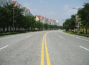 Abb. 4: Überbreite gebogene Straße im Zentrum der 'europäischen Stadt' Anting.