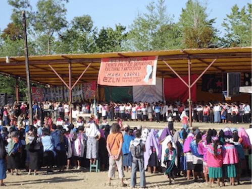 Zapatistes et sympathisants internationaux célébrant la journée Mondiale de la Femme au Caracol d'Oventic, le 8 mars 2009. Auteur : C. Marie dit Chirot.