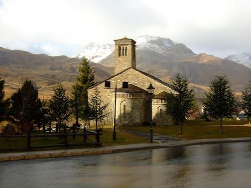 Image de Formigal non intégrée à la série des photographies de stations de montagne (Vlès, 2008).