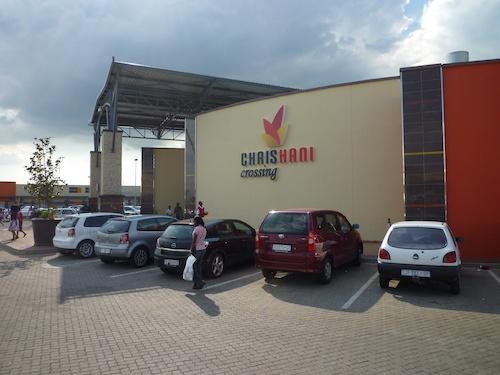Figure 5. Une des entrées du nouveau mall de Boksburg, construit en 2010, le Chris Hani Crossing. (Gervais-Lambony, 2011)