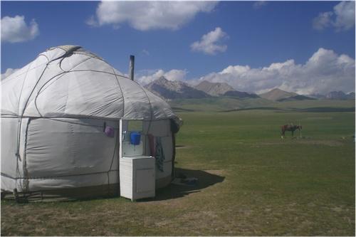 Campement de yourtes, Song Köl (Johanne Pabion Mouriès, 2007).