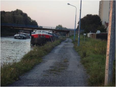 Photo 1 : Halte improvisée en aval de l'écluse de Noyon (Canal du Nord), C. PAUL, 2012