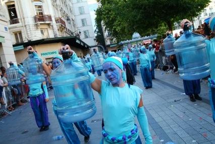 Photo 2 : Une ville d'O, Défilé de la Biennale de la danse 2006. Photographe : Stéphane Rambaud.