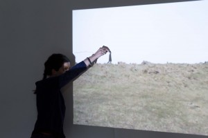 Illustration 16 : Juliet Davis, Armelle Rabaté, « Horizon mobile », vidéo-projection, performance, dessin.