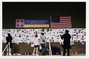 Illustration 1 : Affichage de « Missings » à l'hôpital Saint Vincent, New York (2001). Source : Béatrice Fraenkel.