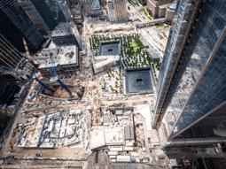 Figure 2 : Vue aérienne de Ground Zero et du mémorial national du 11-Septembre, août 2013. Source : © Joe Woolhead, Silverstein Properties.