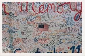 Illustration 6 : Légende. Source : Grand panneau à la mémoire des morts du 9/11, New York (2001). Source : Béatrice Fraenkel.