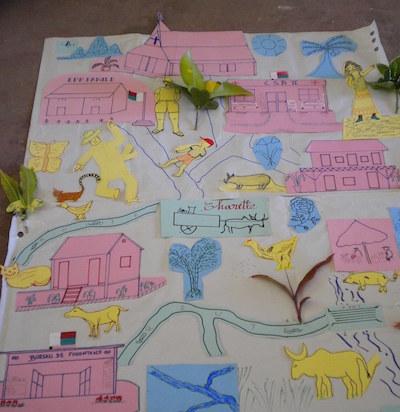 Figure 1 : L'école, un haut lieu du village (avec la mairie, l'église et le dispensaire). Source : plan réalisé par des enseignants en formation (Tamatave 2009).