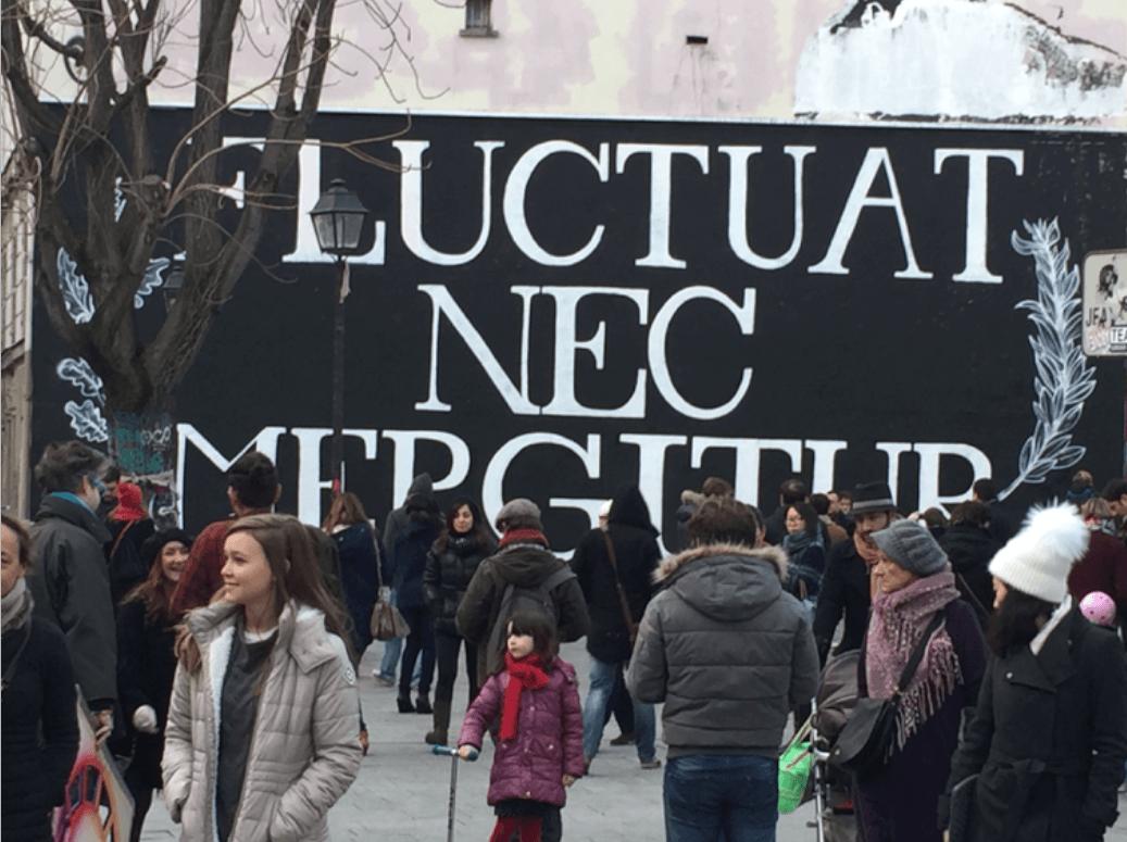 Figure 1 : Paris 10e arrondissement, après les attentats du 13 novembre 2015. Photographie : Jacques Lévy.