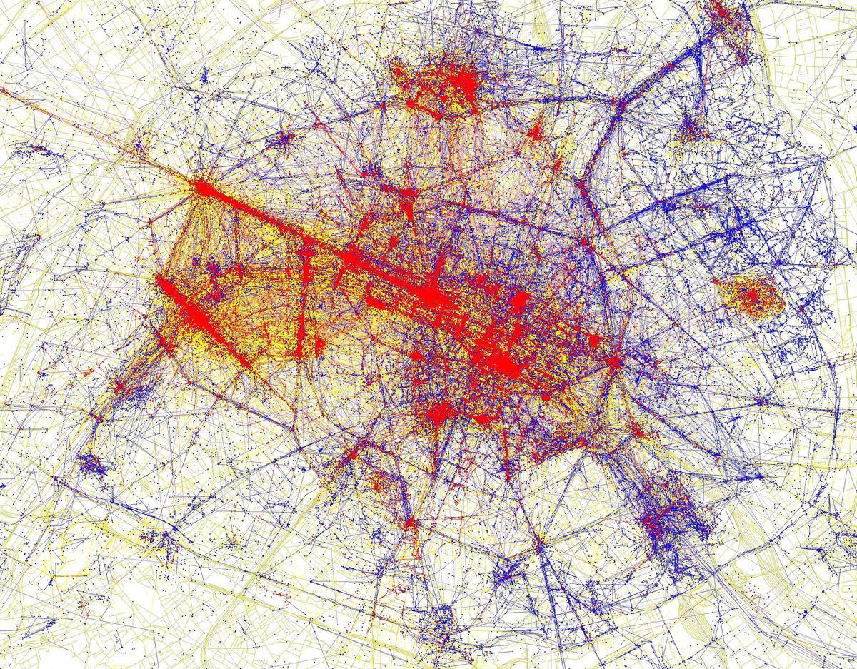 Figure 2 : Touristes et résidents à Paris intra-muros. Source : Eric Fischer, Locals and Tourists (https://www.flickr.com/photos/walkingsf/sets/72157624209158632/).